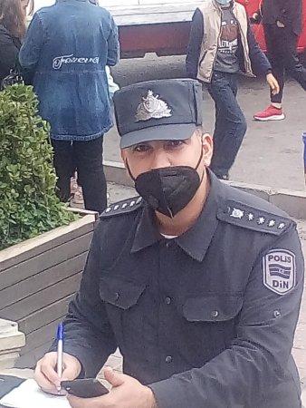 Nizami rayon Polis İdarəsinin 24-cü polis bölməsinin sahə inspektoru Rauf müəllim peşəkarlığı və qayğıkeşliyi ilə seçilən insandır